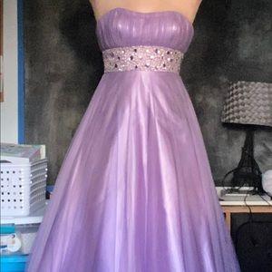 BEAUTIFUL lilac prom dress